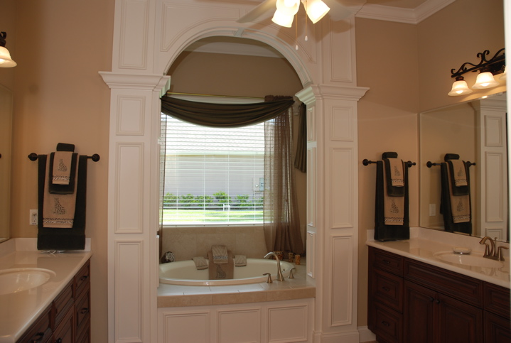 Bath tub with custom white details surrounding the opening