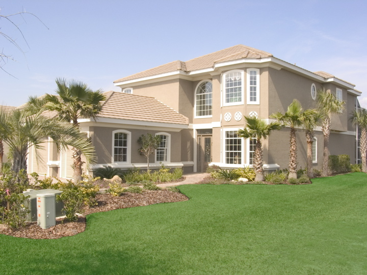 Custom home build with a perfectly manicured lawn by Skyway Builders