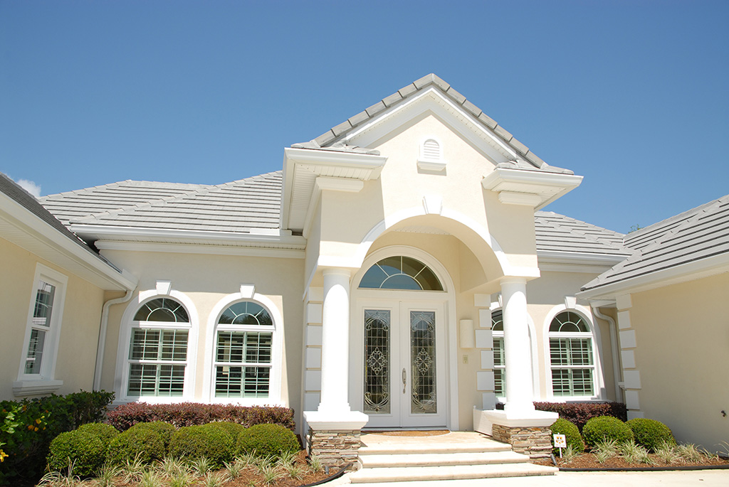 Zoomed in image of the majestic entry way of a Skyway custom built home.