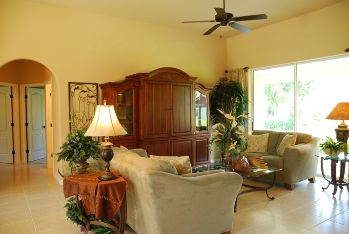 Large picture windows in the sitting room with modern furniture